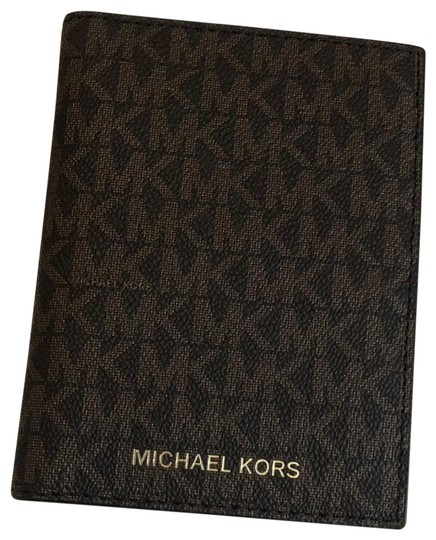 Preload https://img-static.tradesy.com/item/27670404/michael-kors-brown-passport-wallet-0-1-540-540.jpg