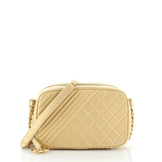 Preload https://img-static.tradesy.com/item/27670601/chanel-camera-boy-coco-quilted-small-gold-leather-shoulder-bag-0-0-540-540.jpg