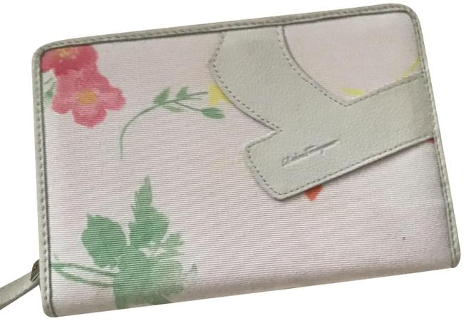 Item - White with Design New No Tags Wallet