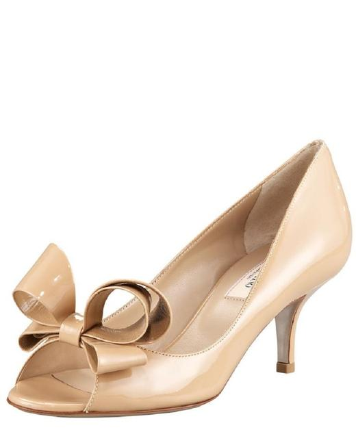 Item - Nude Beige Patent Leather Bow Couture Peep-toe Dorsay Pumps Size US 8.5 Regular (M, B)
