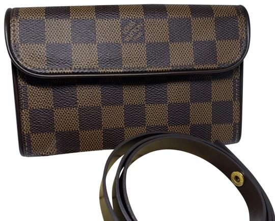 Preload https://img-static.tradesy.com/item/27686784/louis-vuitton-waist-bag-damier-canvas-brown-leather-clutch-0-2-540-540.jpg