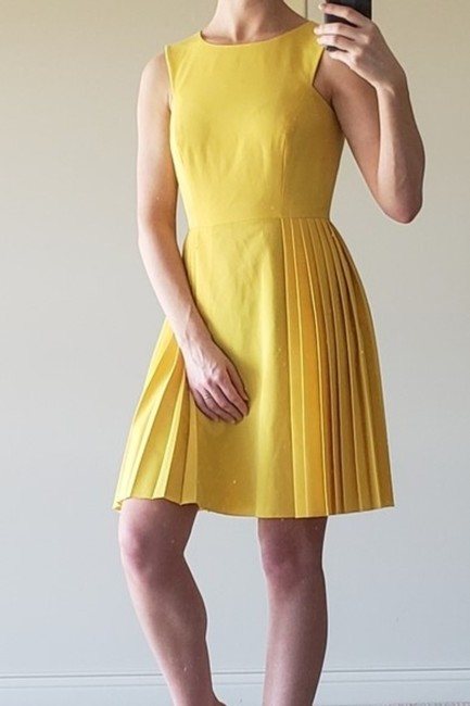 Preload https://img-static.tradesy.com/item/27687130/gianni-bini-yellow-mid-length-cocktail-dress-size-2-xs-0-0-650-650.jpg