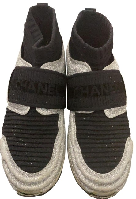 Item - Black and Silver Sneakers Size EU 39 (Approx. US 9) Regular (M, B)