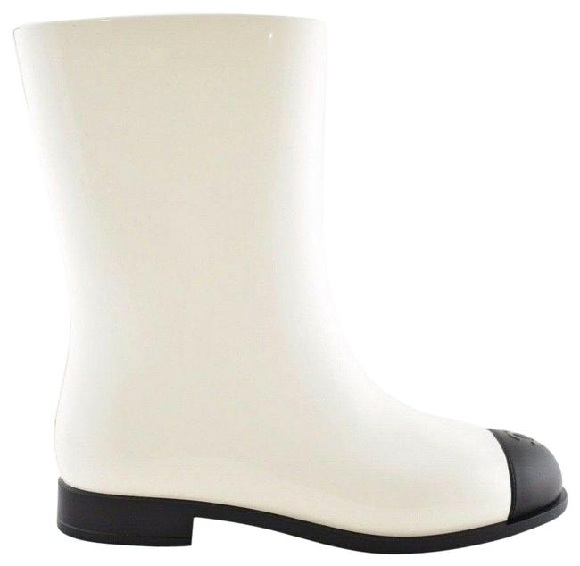 Chanel White 19c Black Cc Logo Pvc Rubber Winter Snow Short Rain Boots/Booties Size EU 40 (Approx. US 10) Regular (M, B) Chanel White 19c Black Cc Logo Pvc Rubber Winter Snow Short Rain Boots/Booties Size EU 40 (Approx. US 10) Regular (M, B) Image 1