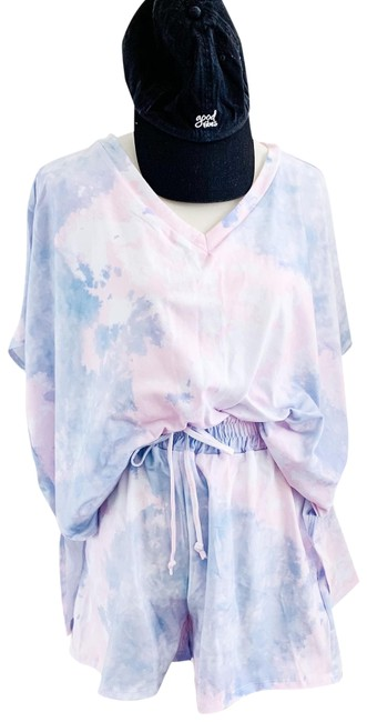 Blue and Pink Tie Dye Oversized Sets Lounge Wear Tee Shirt Size 8 (M) Blue and Pink Tie Dye Oversized Sets Lounge Wear Tee Shirt Size 8 (M) Image 1