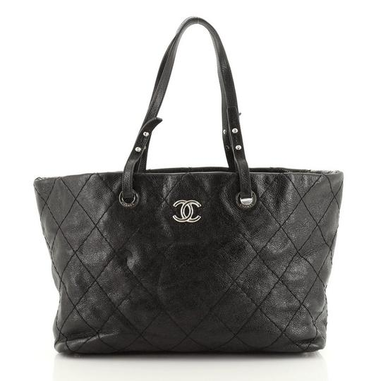 Preload https://img-static.tradesy.com/item/27696517/chanel-on-the-road-quilted-small-black-leather-tote-0-0-540-540.jpg