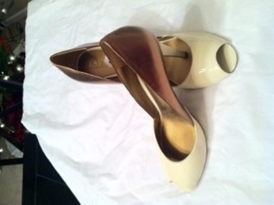 Lauren Ralph Lauren Gold/Cream Pumps