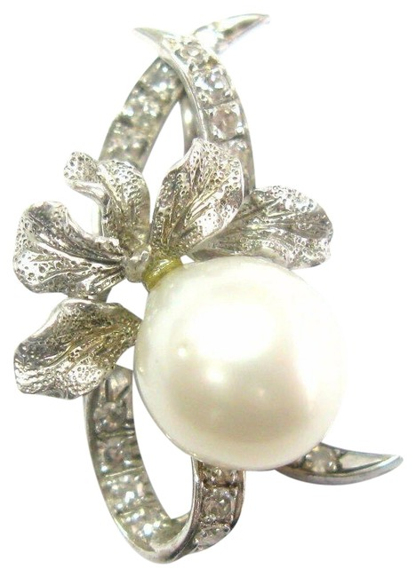 Item - White Gold Vintage Natural Cream Pearl Diamond Pin / Brooch 18kt .16ct