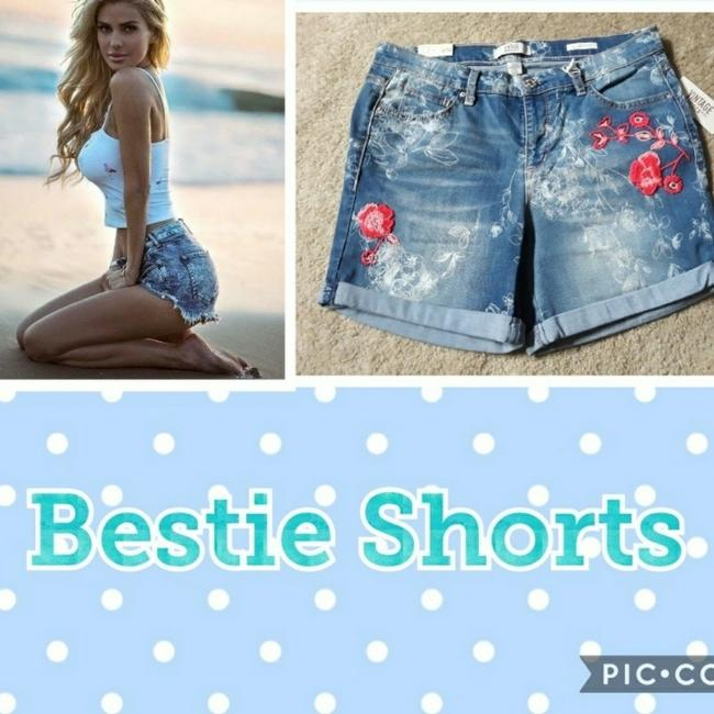 Vintage America Med Denim Blue Jean with Class Shorts Size 6 (S, 28) Vintage America Med Denim Blue Jean with Class Shorts Size 6 (S, 28) Image 1