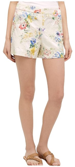 Item - Cream Catalonia Shorts Size 6 (S, 28)