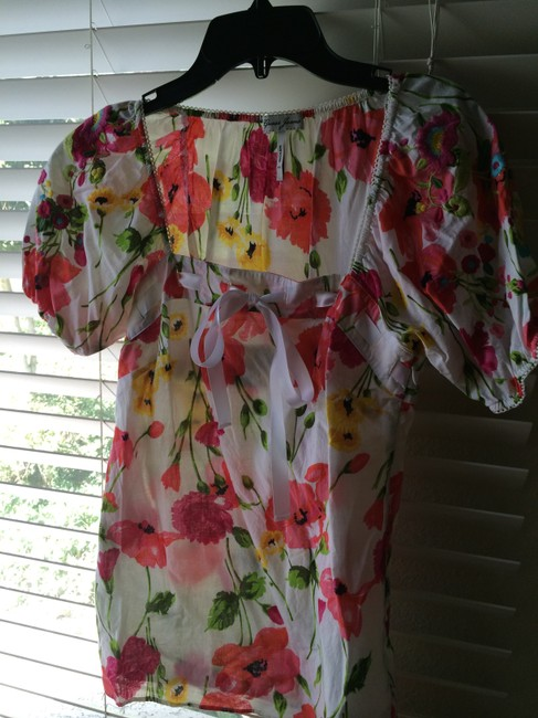 Guess Top Floral with embroidered sleeve