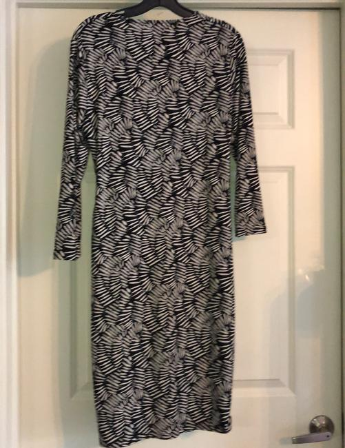 Anne Klein Black and Ivory Classic Wrap Mid-length Work/Office Dress Size 12 (L) Anne Klein Black and Ivory Classic Wrap Mid-length Work/Office Dress Size 12 (L) Image 5