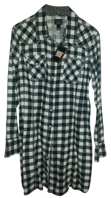 Preload https://item5.tradesy.com/images/lucky-brand-white-and-black-multi-button-down-top-size-16-xl-plus-0x-277674-0-0.jpg?width=400&height=650
