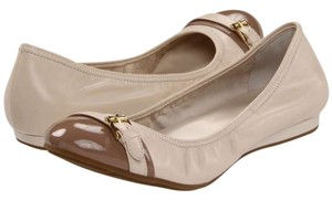 Cole Haan Leather Air Patent Leather Toe Cap Round Toe Ballet Ballet Buckle White pine / cove Flats