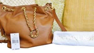 Michael Kors Gold Chain Drawstring Bucket Shoulder Frankie Tan Tan Leather Cross Body Bag