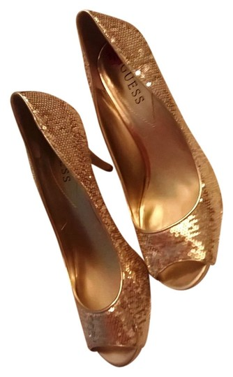 Preload https://item3.tradesy.com/images/guess-sequin-gold-pumps-2779987-0-0.jpg?width=440&height=440