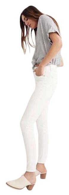"""Item - White Light Wash 9"""" Mid-rise Skinny Jeans Size 27 (4, S)"""