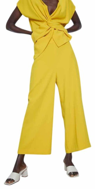Item - Yellow XS High Waist Trousers Culottes Color New. Pants Size 2 (XS, 26)