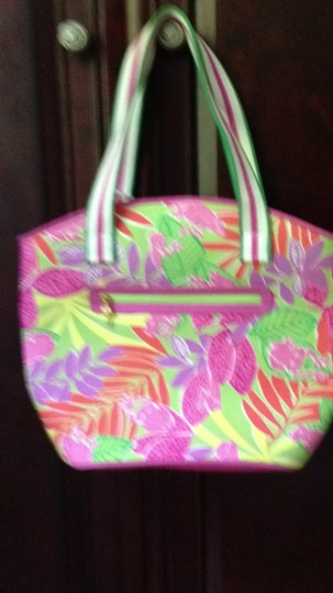 Preload https://img-static.tradesy.com/item/278164/lilly-pulitzer-new-with-tags-sea-spray-matching-skort-available-multicolor-tote-0-0-540-540.jpg