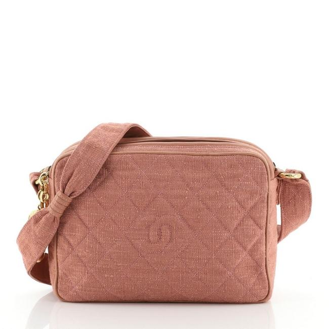 Item - Camera Vintage Diamond Cc Quilted Small Pink Canvas Messenger Bag