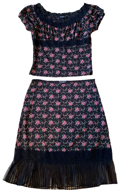 Item - Tiny Flowers On A Black Background 19117 Gypsy Top And Skirt Suit Size 12 (L)
