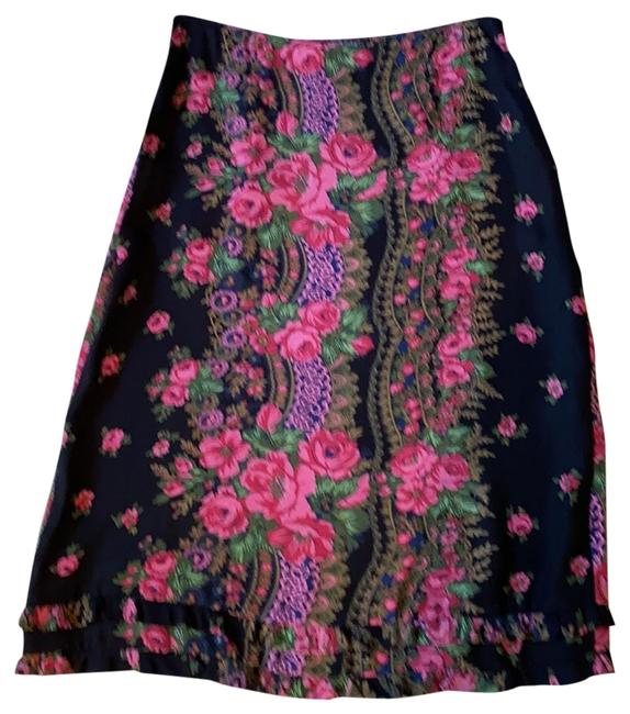 Item - Pink Roses On Black Background 77751 Flowered Skirt Size 8 (M, 29, 30)