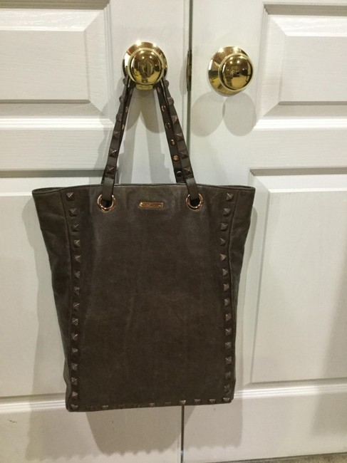 Item - Studded Light Brown Leather Tote