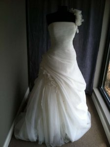 Pronovias Fuente Wedding Dress