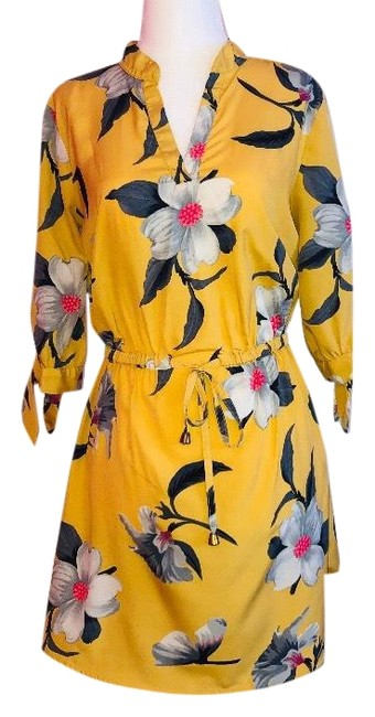 Item - Yellow Silver and A Hint Of Pink Floral Short Casual Dress Size 4 (S)