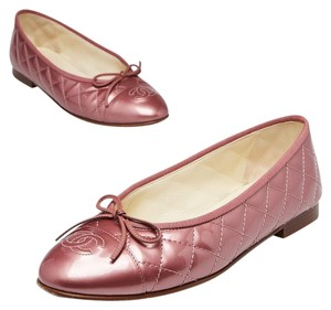 Chanel Patent Leather Gold Hardware Interlocking Cc Metallic Quilted Pink Flats