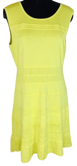 Item - Yellow Knit Mid-length Cocktail Dress Size 12 (L)
