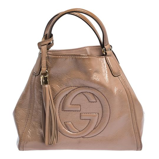 Preload https://img-static.tradesy.com/item/27870373/gucci-bag-soho-nude-small-beige-patent-leather-tote-0-0-540-540.jpg