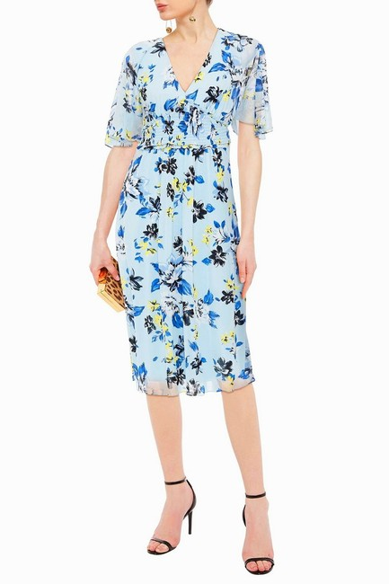 Preload https://img-static.tradesy.com/item/27870668/diane-von-furstenberg-blue-floral-smocked-waist-flutter-sleeve-midi-mid-length-short-casual-dress-si-0-0-650-650.jpg