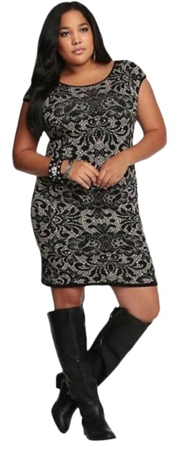 Item - Tan/Black Bodycon In Baroque Lace Pattern Over Cream Short Casual Dress Size 26 (Plus 3x)