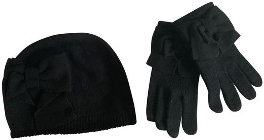 Preload https://img-static.tradesy.com/item/27886279/kate-spade-black-box-dorothy-bow-glove-and-beanie-set-hat-0-2-540-540.jpg