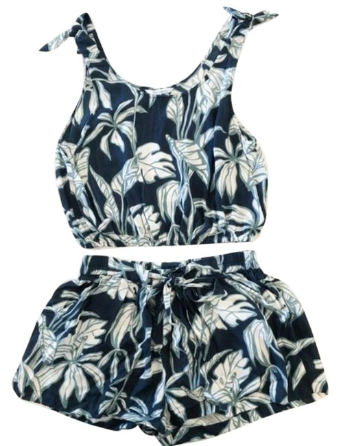 Item - Tropical and Tank Set Shorts Size 8 (M, 29, 30)