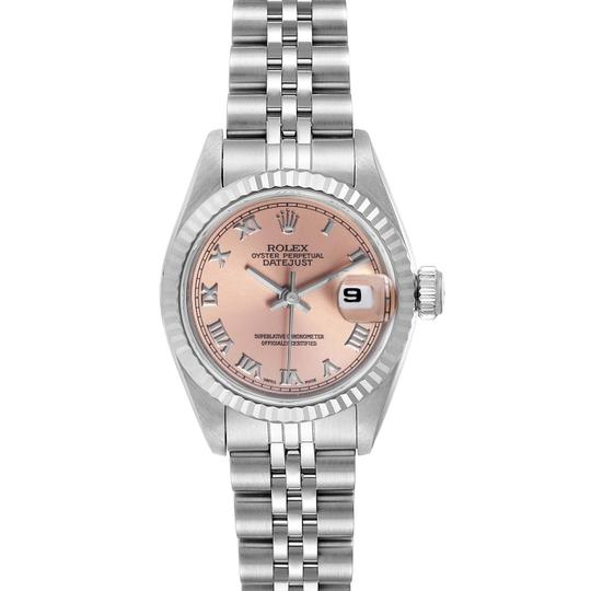 Preload https://img-static.tradesy.com/item/27896700/rolex-salmon-box-datejust-steel-white-dial-ladies-69174-watch-0-0-540-540.jpg