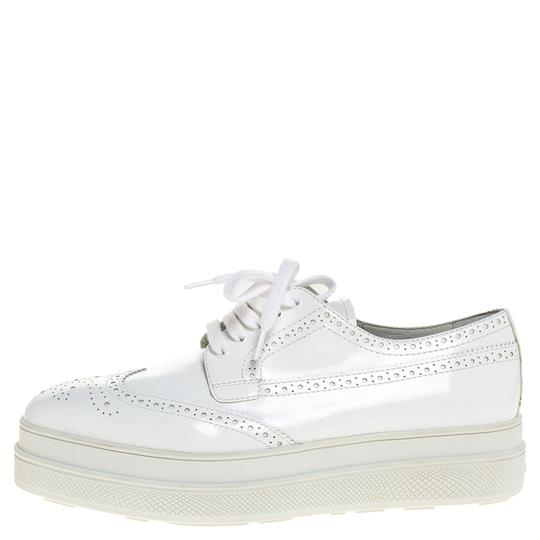 Preload https://img-static.tradesy.com/item/27897018/prada-white-wingtip-brogue-leather-platform-derby-395-flats-size-us-95-regular-m-b-0-0-540-540.jpg