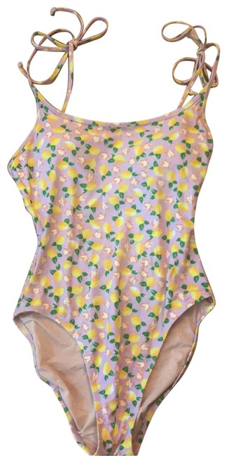 Item - Lilac Pink Background with Yellow Lemons and Orange Flowers Style H8255 One-piece Bathing Suit Size 6 (S)