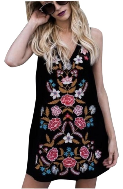 Item - Black with Flowers Embroidered Short Casual Dress Size 8 (M)