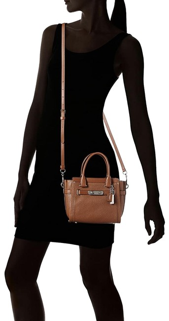 Item - Swagger 21 In Pebble #37444 Saddle Leather Cross Body Bag