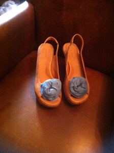 Kork-Ease Tan with blue flower Sandals