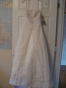 David's Bridal White / Silver Lace Over Satin E8809 Formal Wedding Dress Size 6 (S)