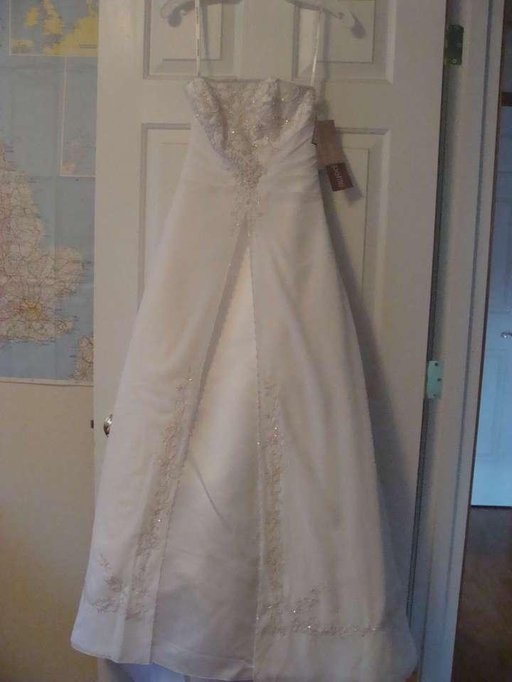David 39 s bridal e8809 wedding dress on sale 31 off for David bridal wedding dresses on sale