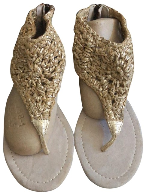Item - Gold Woven Sandals Size US 7.5 Regular (M, B)