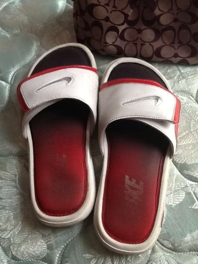 Nike White/Red Sandals