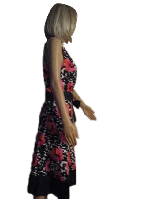 Item - White and Black Floral 22w (Sku 000244-5) Mid-length Cocktail Dress Size 8 (M)