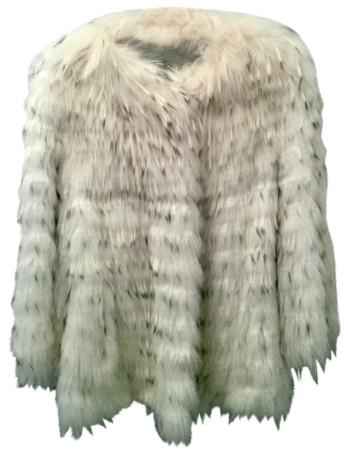 Item - White Cropped Fox - Black Tipped. Coat Size 8 (M)