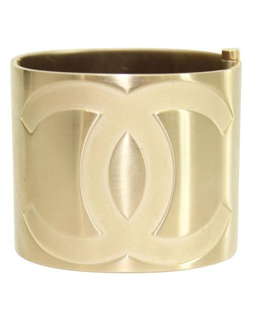 Item - Gold Metal Cc Crystal Cuff Bracelet