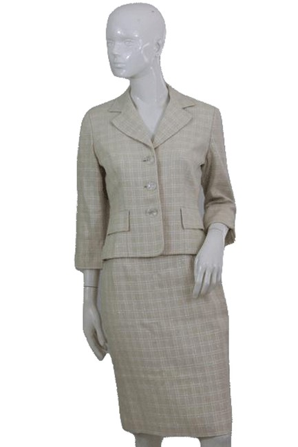 Item - Beige and White Two Piece Sku 000112 Skirt Suit Size 6 (S)